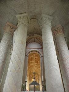 Vue intérieure, depuis le choeur, de l'abbatiale de Saint-Savin-sur-Gartempe